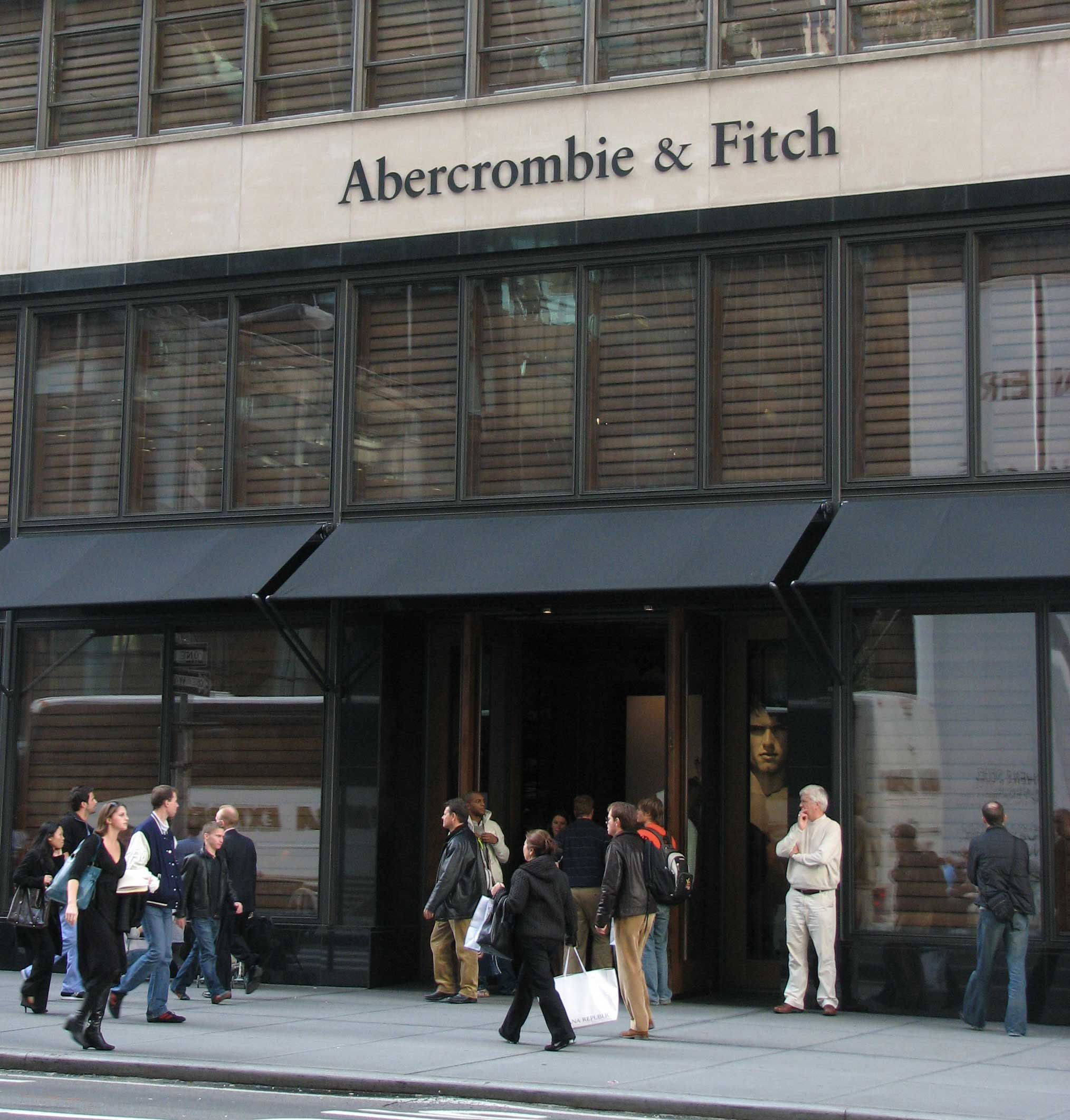go shop at abercrombie fitch new york city travel tips