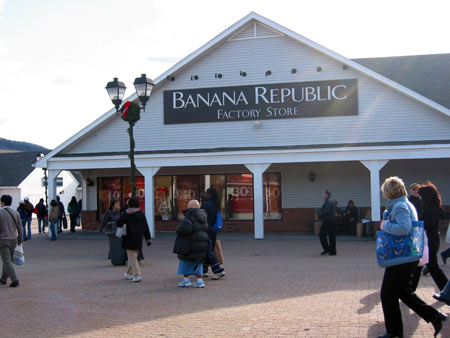 banana-republic-Woodburry-Common-Premium-Outlets
