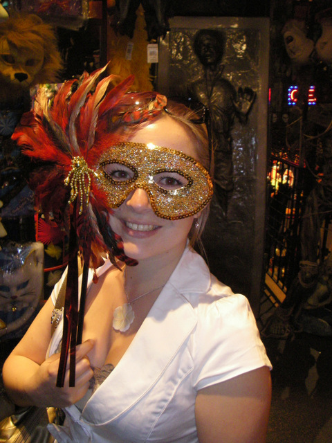 mask-venecia-rickys-new-york