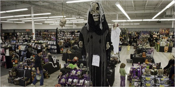 spirit-halloween-superstore-new-york-590x295